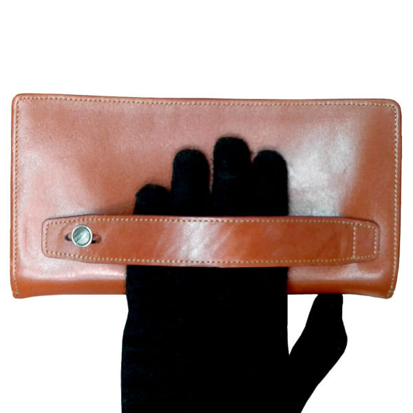 111 5 600x600 - کیف پول و جا موبایلی تمام چرم زنانه و مردانه زیپ دار با جعبه چوبی B113